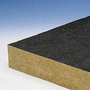 Шумопоглащающая плита из каменной ваты с двухсторонним покрытием стекловолокнистым нетканным материалом на полиэтиленовой подложке.