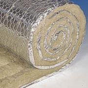 Маты покрыты тонкой (0,04мм) алюминиевой фольгой, которая пришита между сеткой и матом.