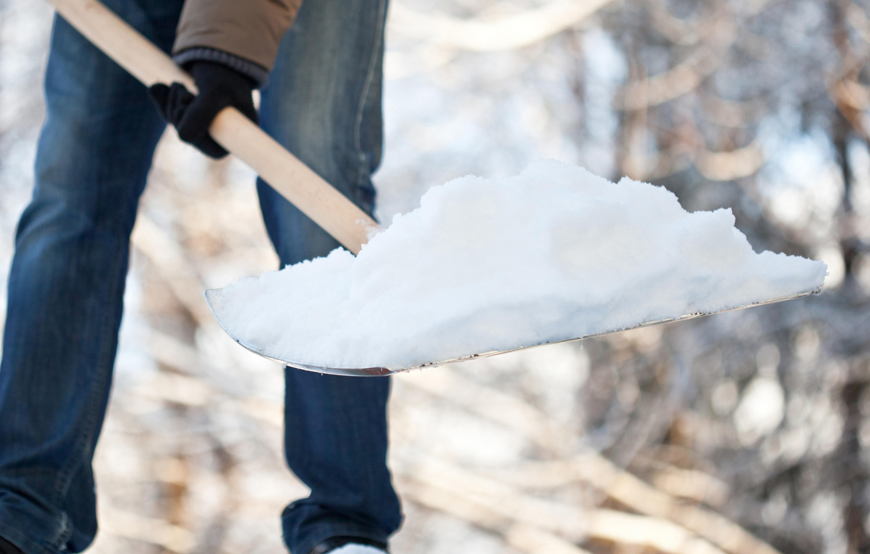 Как сделать лопату для уборки снега самому