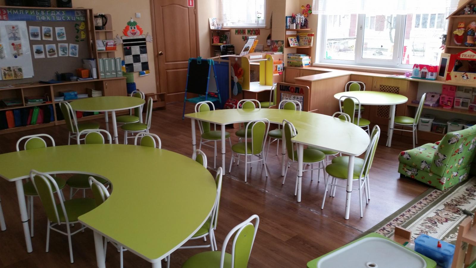 Полукруглые составные столы. Круглые столы на регулирующихся ножках...